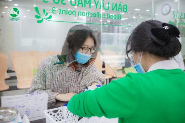 Buổi thăm khám của chị Hà được diễn ra rất nhanh chóng và thoải mái, tại mỗi bước khám chị Hà đều được đội ngũ nhân viên y tế tại Thu Cúc hướng dẫn chu đáo.
