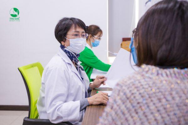 Kết thúc quá trình thăm khám, chị Hà được Tiến sĩ y học, Bác sĩ Nguyễn Thị Thu Hương tư vấn, đưa ra những lời khuyên bổ ích về việc chăm sóc sức khoẻ cho phụ nữ mang thai