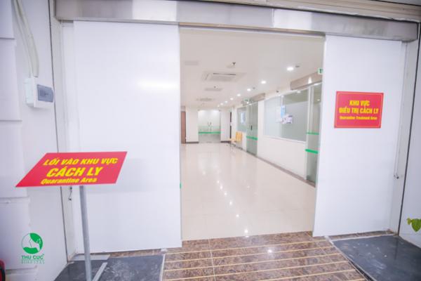 Bệnh viện Thu Cúc bố trí xe lăn riêng cho người đến khám tại khu vực cách ly nếu cần sử dụng