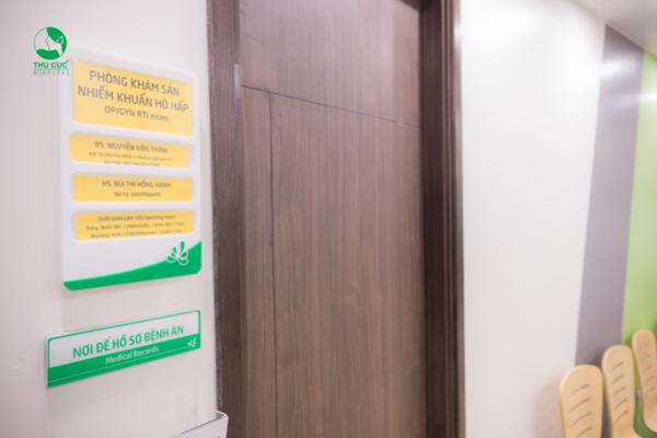 Khu vực khám cho người bệnh nhiễm khuẩn hô hấp không có yếu tố dịch tễ được chia thành nhiều phòng riêng