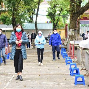 Hà Nội: Hàng trăm người được xét nghiệm nhanh Covid-19