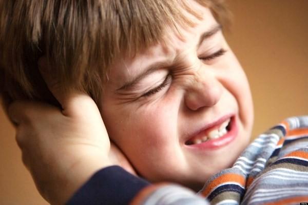 bé bị viêm amidan biến chứng thành viêm tai giữa