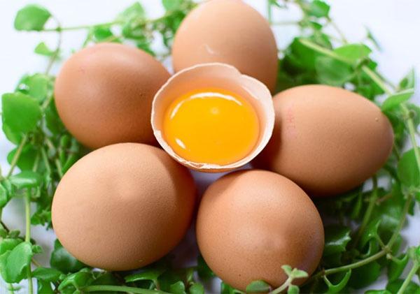 Trứng cũng nằm trong nhóm các thực phẩm cần kiêng trong giai đoạn vết thương đang lên da non.
