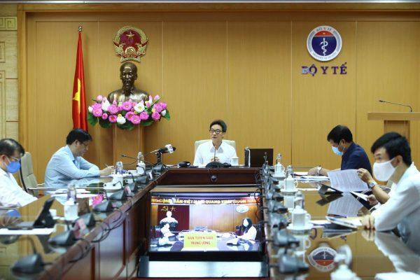 Phó Thủ tướng Chính phủ Vũ Đức Đam- Trưởng Ban Chỉ đạo Quốc gia Phòng chống dịch COVID-19 chủ trì cuộc họp tại điểm cầu Bộ Y tế sáng ngày 22/4           Ảnh: Minh Quyết