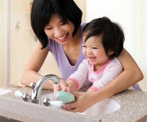 rửa tay cho trẻ đúng cách trong mùa dịch COVID-19