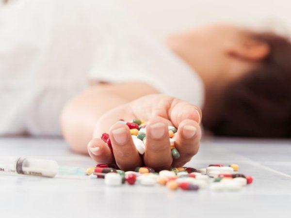 sơ cứu ban đầu khi trẻ bị ngộ độc thuốc