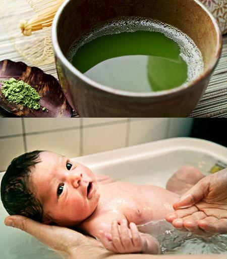 viêm da tiếp xúc ở trẻ em có nên tắm nước lá không