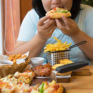 Ăn nhiều vào buổi tối gây ảnh hưởng gì đến sức khỏe của bạn
