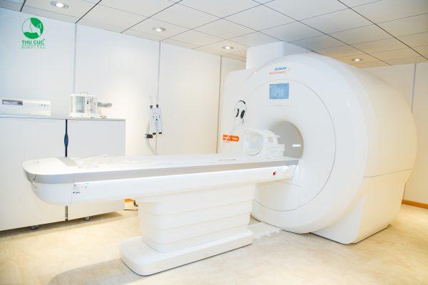 Chụp cộng hưởng từ (MRI) cho trẻ có nguy hiểm gì không