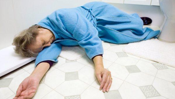 chóng mặt ngất xỉu do gặp vấn đề về bệnh tim mạch