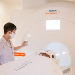 Chuyên gia lý giải: Chụp cộng hưởng từ (MRI) cho trẻ có cần gây mê không?