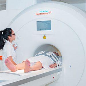 Chụp cộng hưởng từ MRI có thể phát hiện trẻ dậy thì sớm do mắc bệnh lý về não