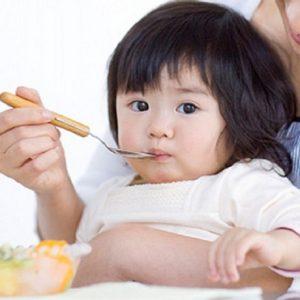 Chế độ dinh dưỡng cho trẻ trong những ngày nắng nóng