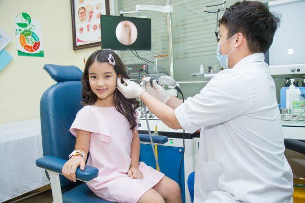 khám và điều trị bệnh viêm tai giữa cho trẻ hiệu quả tại Thu Cúc