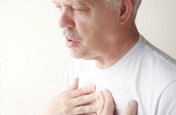 khó thở là biểu hiện khi gặp vấn đề về tim mạch