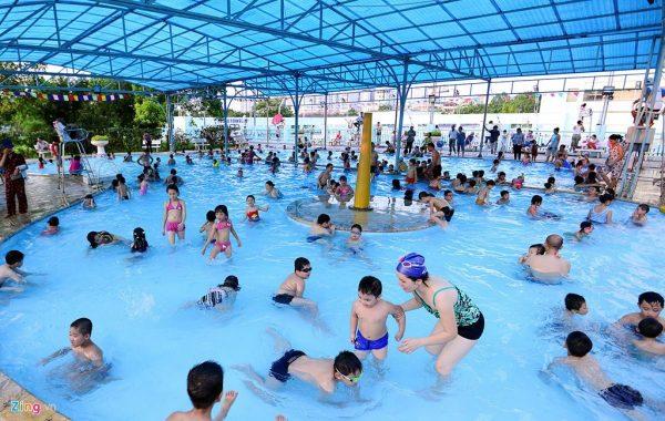 trẻ mắc nhiều bệnh từ bơi lội