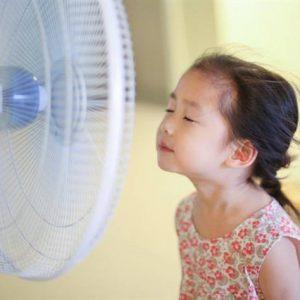 Điểm danh những sai lầm dễ khiến trẻ bị viêm họng cấp vào mùa hè