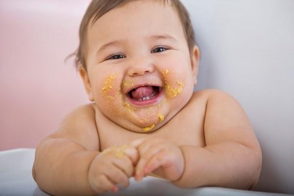 trẻ sơ sinh thừa cân béo phì do uống sữa ngoài