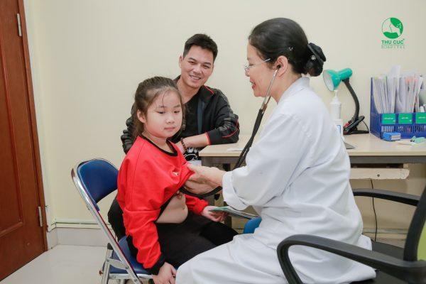 khám và điều trị trẻ bị nhiễm vi khuẩn HP cần tham khảo ý kiến bác sĩ nhi
