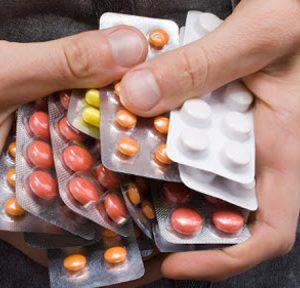 SAI LẦM khi dùng cùng lúc 2-3 đơn thuốc chữa bệnh cho bé