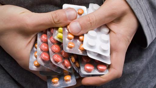 sai lầm khi dùng cùng lúc nhiều đơn thuốc cho con