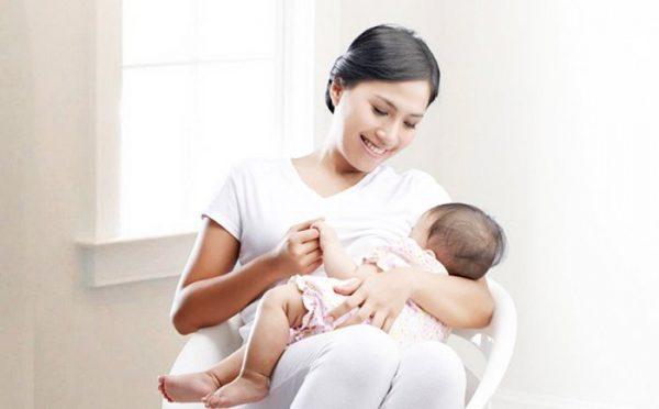 Việc sử dụng thuốc an toàn ở PNCCB giúp tránh nguy cơ mất an toàn cho trẻ bú mẹ