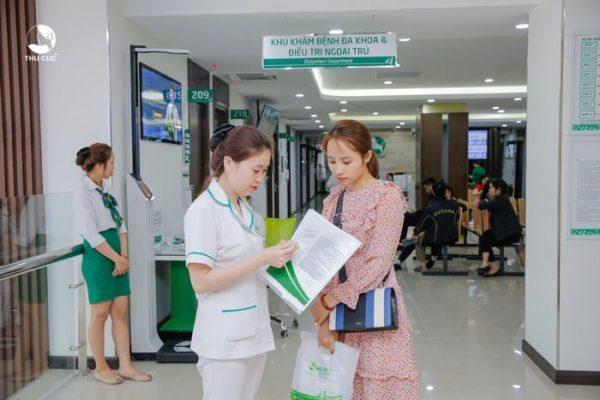 Bệnh nhân được hướng dẫn thăm khám tại Hệ thống Y tế Thu Cúc