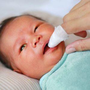[CẢNH BÁO] Bé 3 tháng tuổi bị ngộ độc chì nặng do đánh tưa miệng bằng thuốc cam