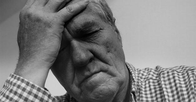 Có rất nhiều nguyên nhân dẫn đến bệnh thiếu máu não ở người già.
