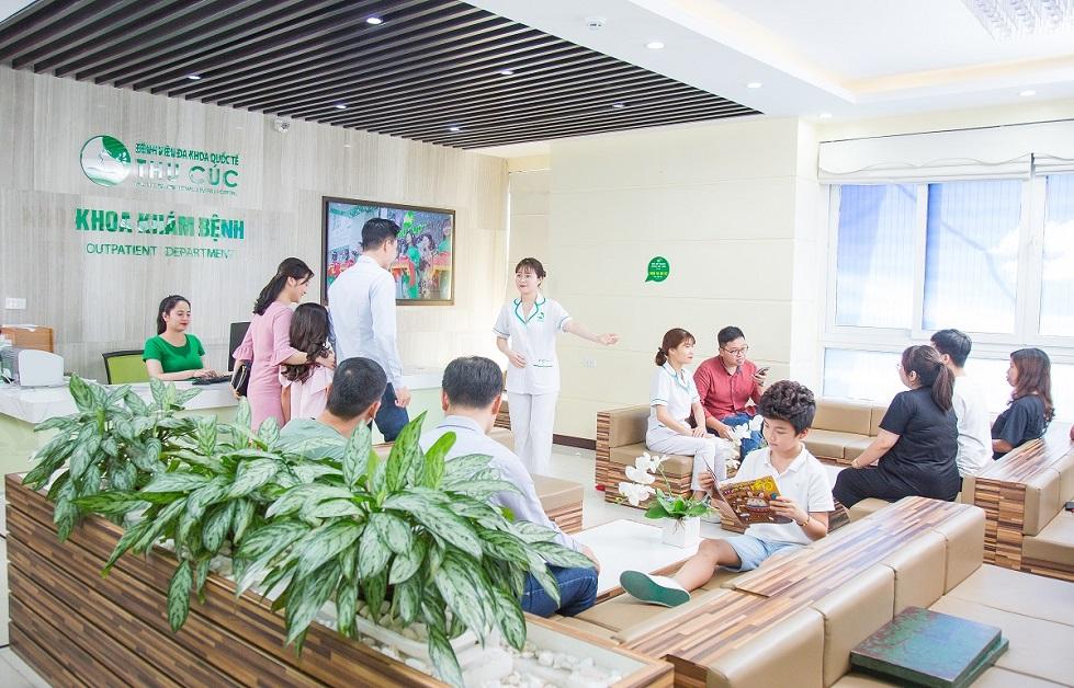 Không gian xanh, rộng và thư giãn tại bệnh viện ĐKQT Thu Cúc giúp khách hàng cảm thấy thoải mai khi đến thăm khăm