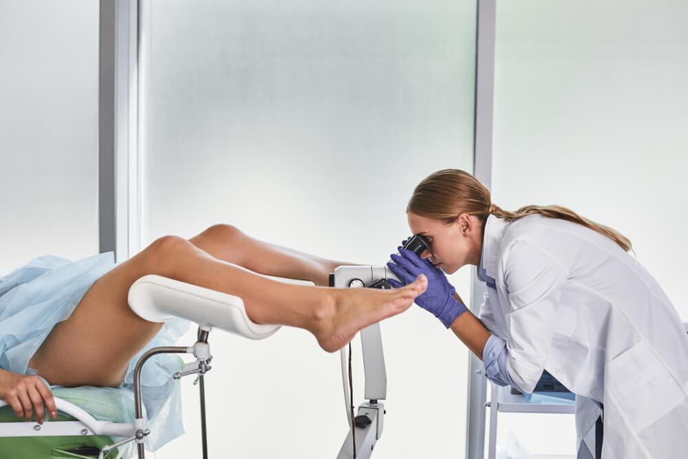Khám phụ khoa là việc làm cần thiết để bảo vệ sức khỏe sinh sản, sinh lý của chị em phụ nữ.