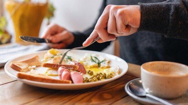 khám sức khỏe có được ăn sáng không