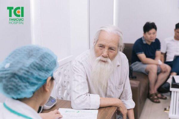 khám sức khỏe cho người cao tuổi