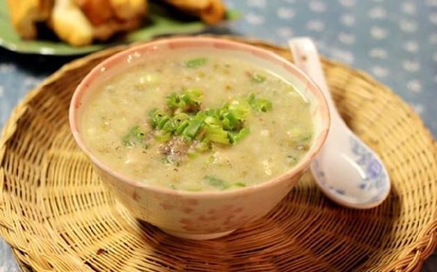 Cháo vịt đậu xanh là món ăn bổ dưỡng cho sản phụ sau sinh