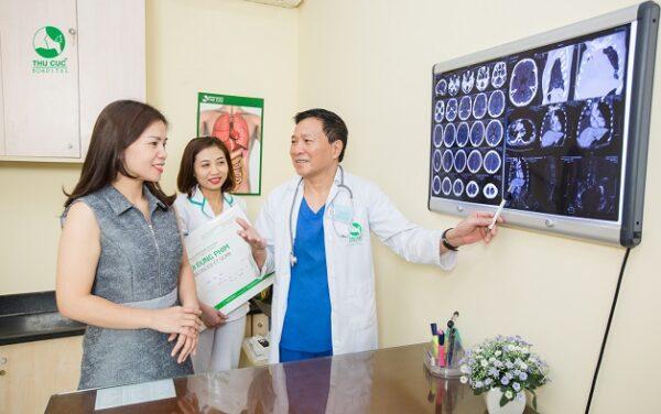 Kết quả chụp cắt lớp vi tính được bác sĩ xem xét đánh giá để đưa ra chẩn đoán chính xác