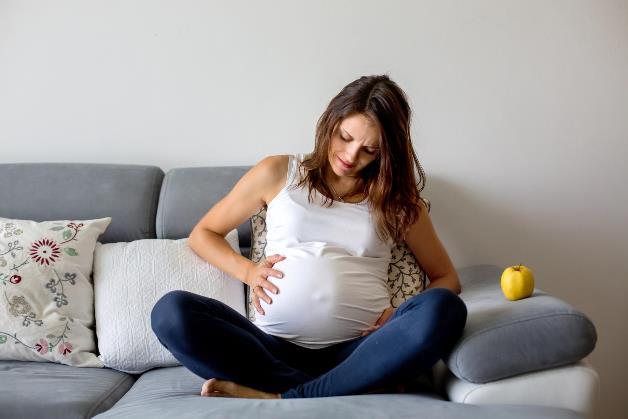 Dấu hiệu chuyển dạ sắp sinh đôi khi có thể gây nhầm lẫn với các tình trạng khác, khiến mẹ bầu dễ bỏ qua.