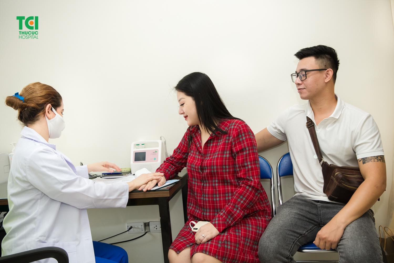 Khám thai định kỳ giúp bác sĩ phát hiện sớm và kịp thời lên kế hoạch quản lý thai kỳ, hạn chế tối đa những biến chứng nguy hiểm đến cả mẹ và thai nhi.