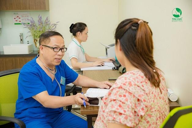 Để biết thai ngoài tử cung có dấu hiệu gì, chị em nên tới bệnh viện để được bác sĩ tư vấn