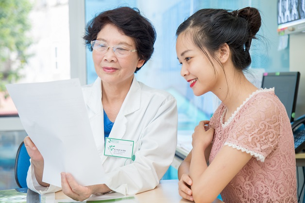 Để biết rõ hơn về hình thức cấy que tránh thai sau sinh, chị em nên tới bệnh viện để được bác sĩ tư vấn