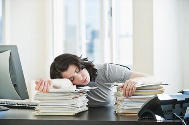 Mất ngủ mạn tính khiến người bệnh luôn trong tình trạng mệt mỏi, giảm tập trung, hứng thú trong công việc