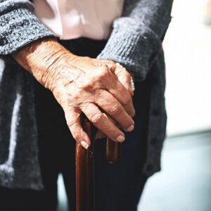 Loãng xương là gì? Nguyên nhân, triệu chứng và cách phòng bệnh