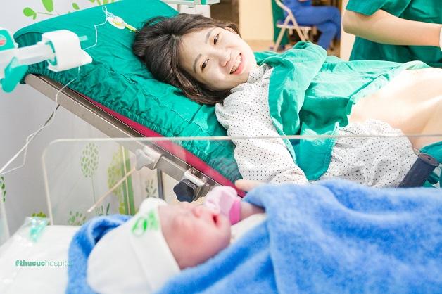 Cách sinh thường không đau - Mẹ bầu trong khoảnh khắc vượt cạn sinh thường tại bệnh viện ĐKQT Thu Cúc
