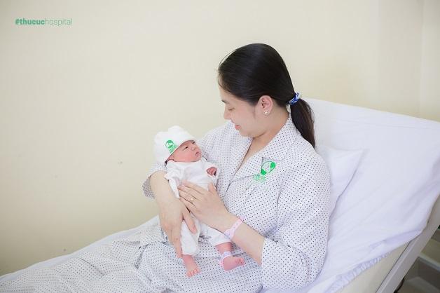 Khoảnh khắc sau sinh của mẹ và bé tại bệnh viện ĐKQT Thu Cúc