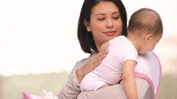 nên vỗ ợ hơi khi trẻ bị trào ngược dạ dày thực quản