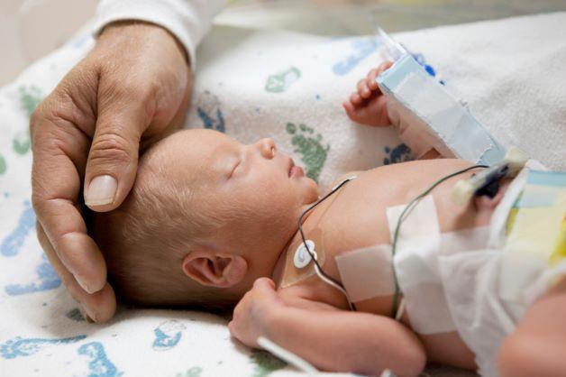 Sinh non là khái niệm được hiểu là em bé chào đời trước 37 tuần