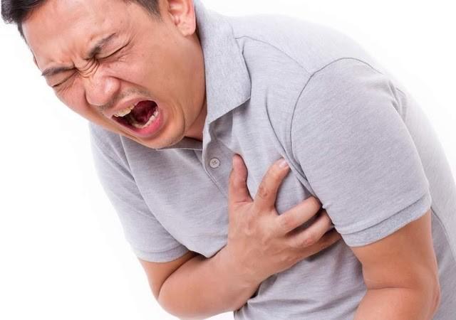 Cơn đau ngực trái diễn ra nhanh chóng, nên nhiều người chủ quan bỏ qua hoặc cho là do trào ngược dạ dày tác động.