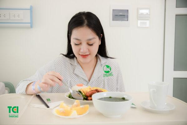 Mẹ cần lưu ý sinh mổ ăn thịt bò phải chế biến chín với hàm lượng vừa đủ trong khẩu phần ăn buổi sáng hoặc trưa - giải đáp câu hỏi sinh mổ ăn thịt bò được không