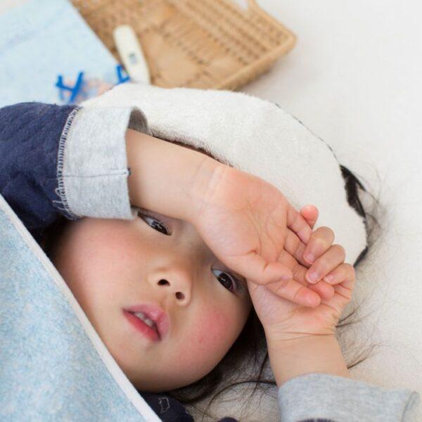 sốt virus ở trẻ em kéo dài bao lâu