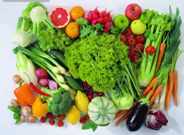 Rau xanh là nguồn thực phẩm dồi dào, cung cấp canxi, sắt, axit folic...