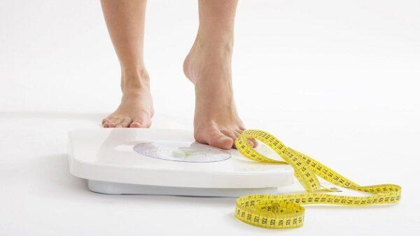 Kiểm soát cân nặng giúp phòng thoái hóa khớp gối